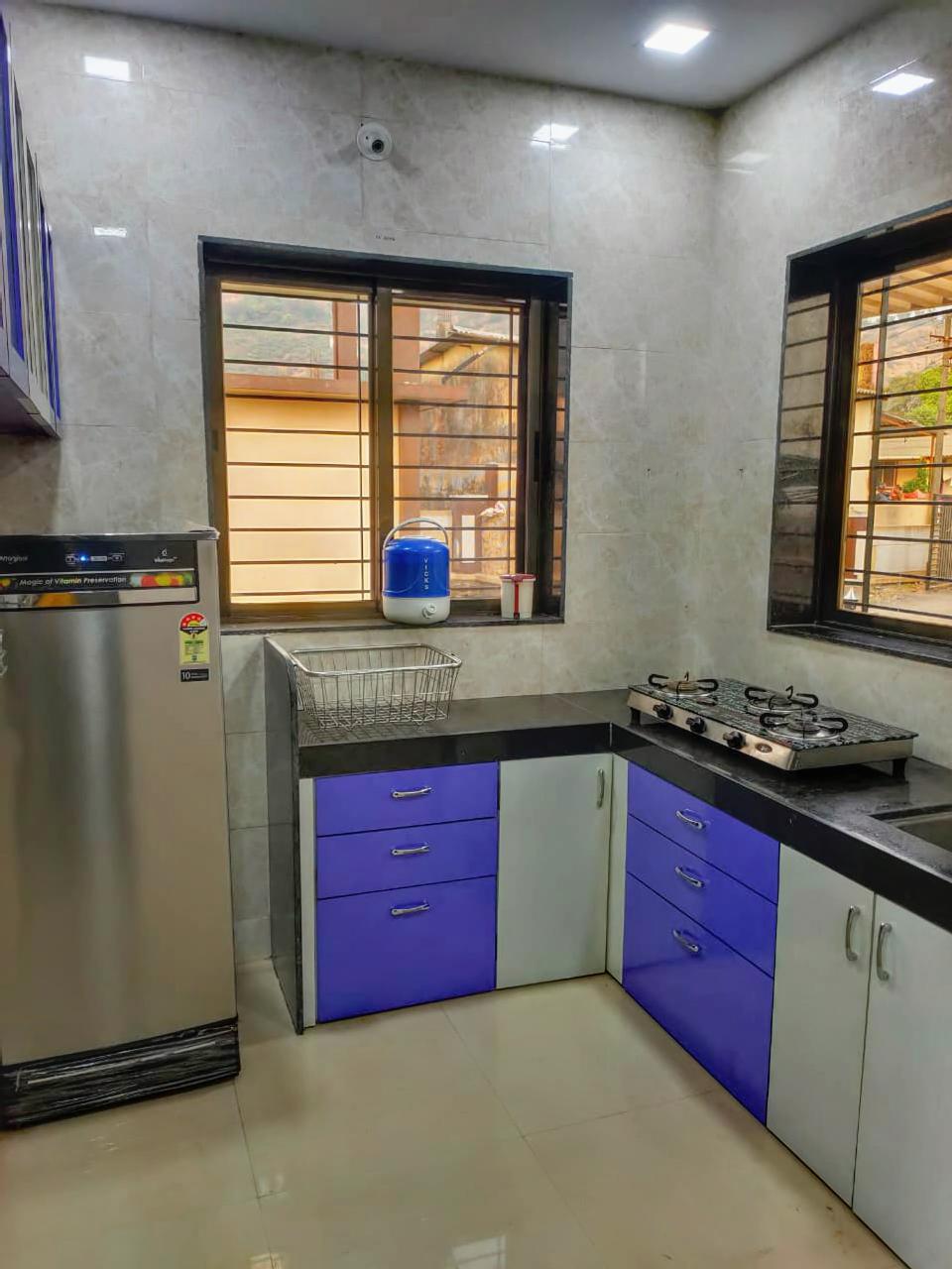 Kitchen with Refrigerator / Gas
