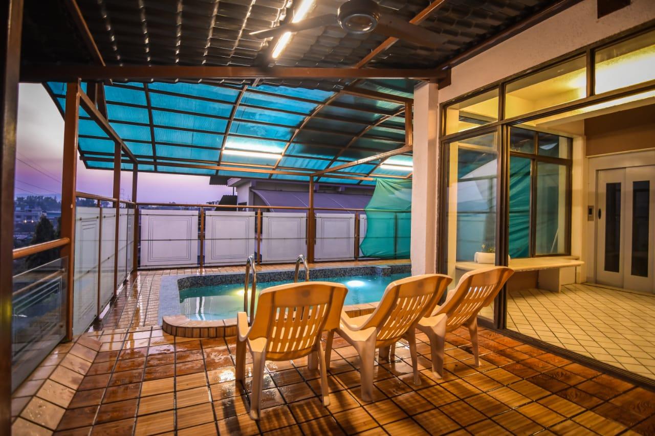 Swimming pool in Terrace