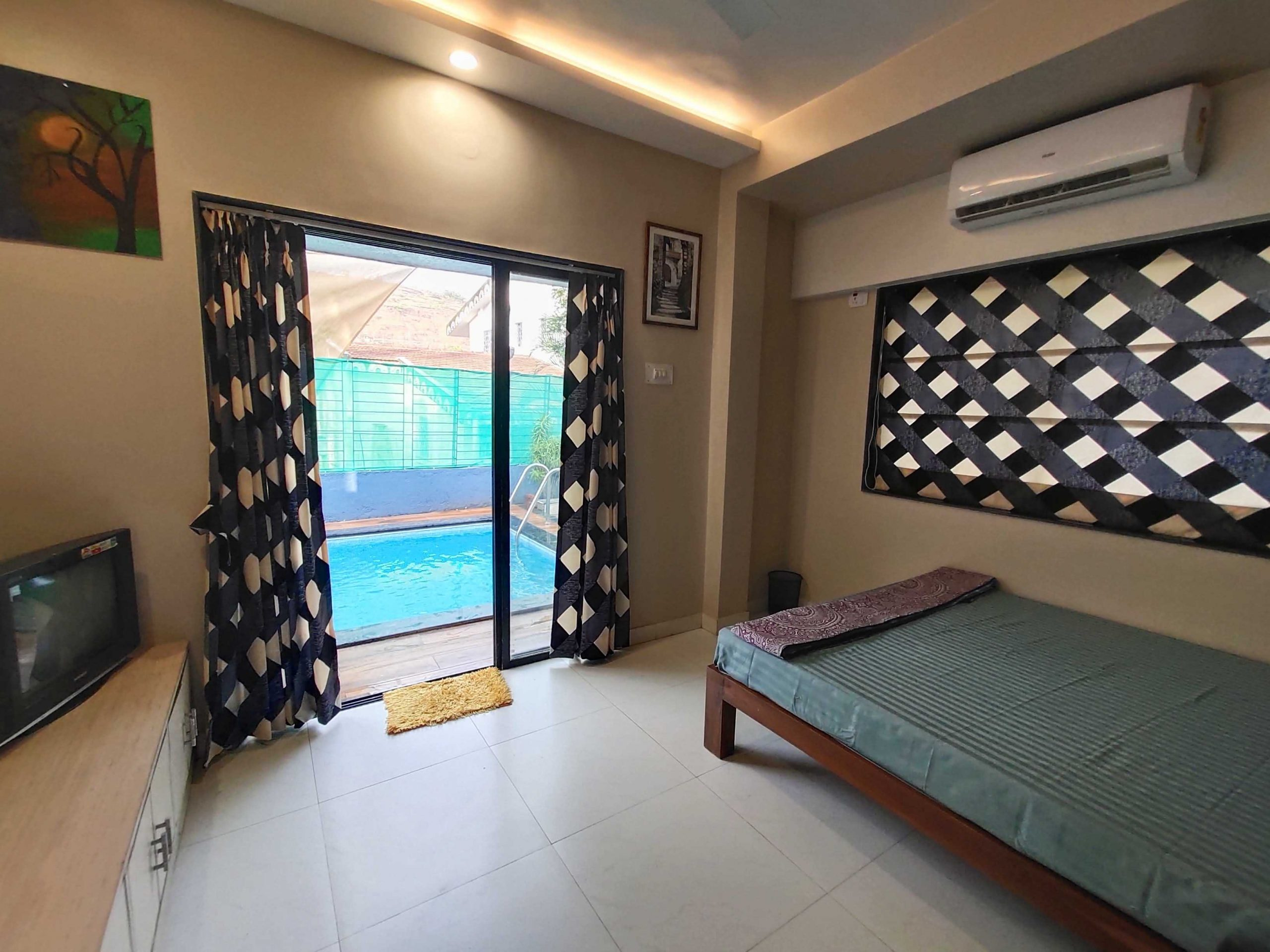 Bedroom with Swimming pool view