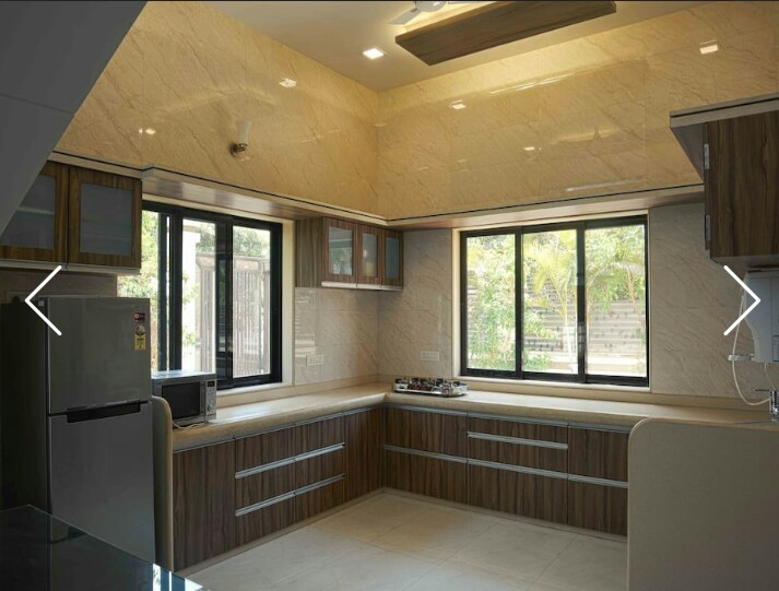 Kitchen with Refrigerator, Micro-Oven, Water purifier, GAS